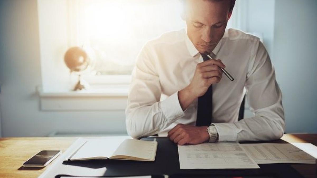 Legal adviser or analyst