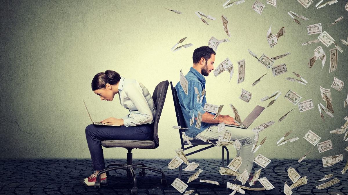 un hombre ganando más dinero que una mujer