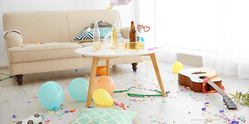 Casa desordenada luego de una fiesta