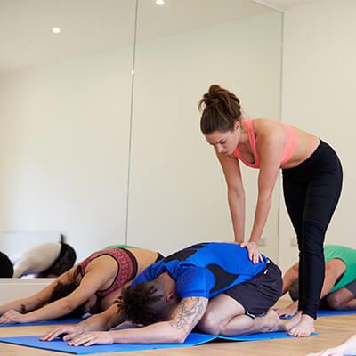 Mejorando posturas de yoga